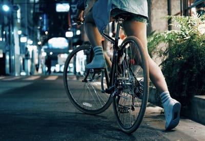通勤しながら自転車オナニーしている女性